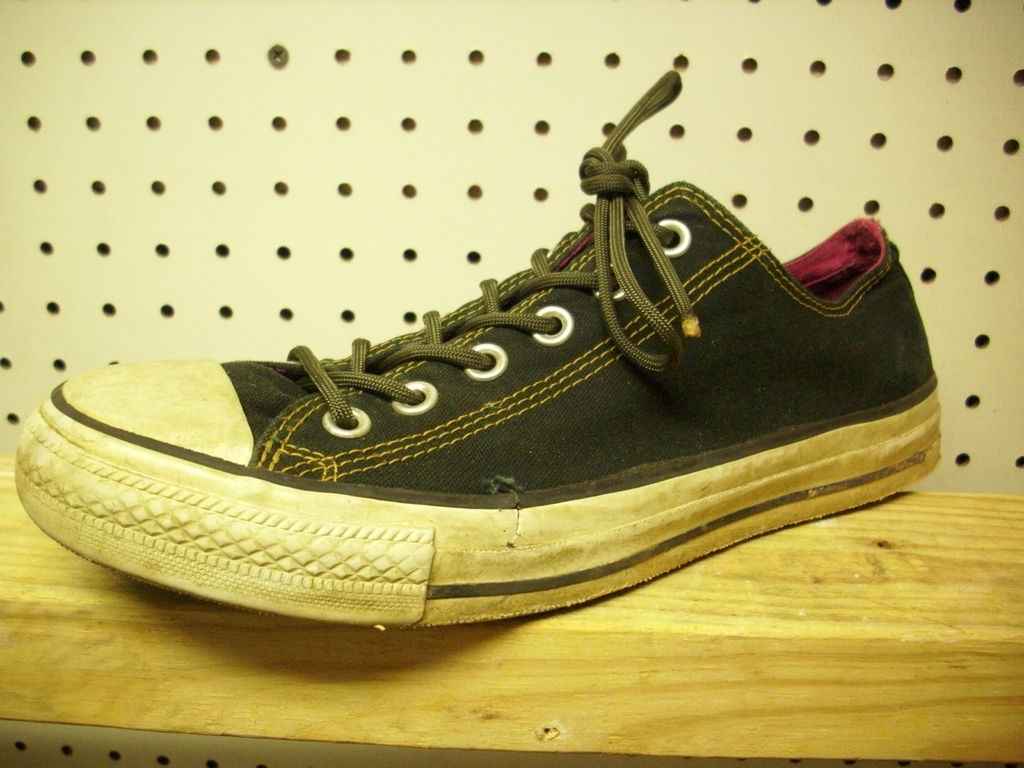 Use paracord for shoe laces