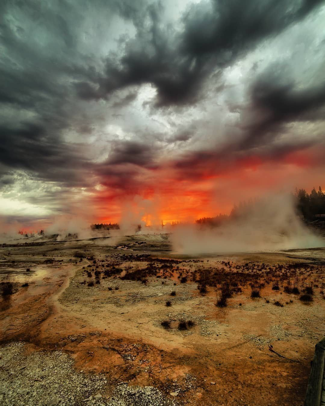 Top 7 National Parks in the USA - Yellowstone National Park