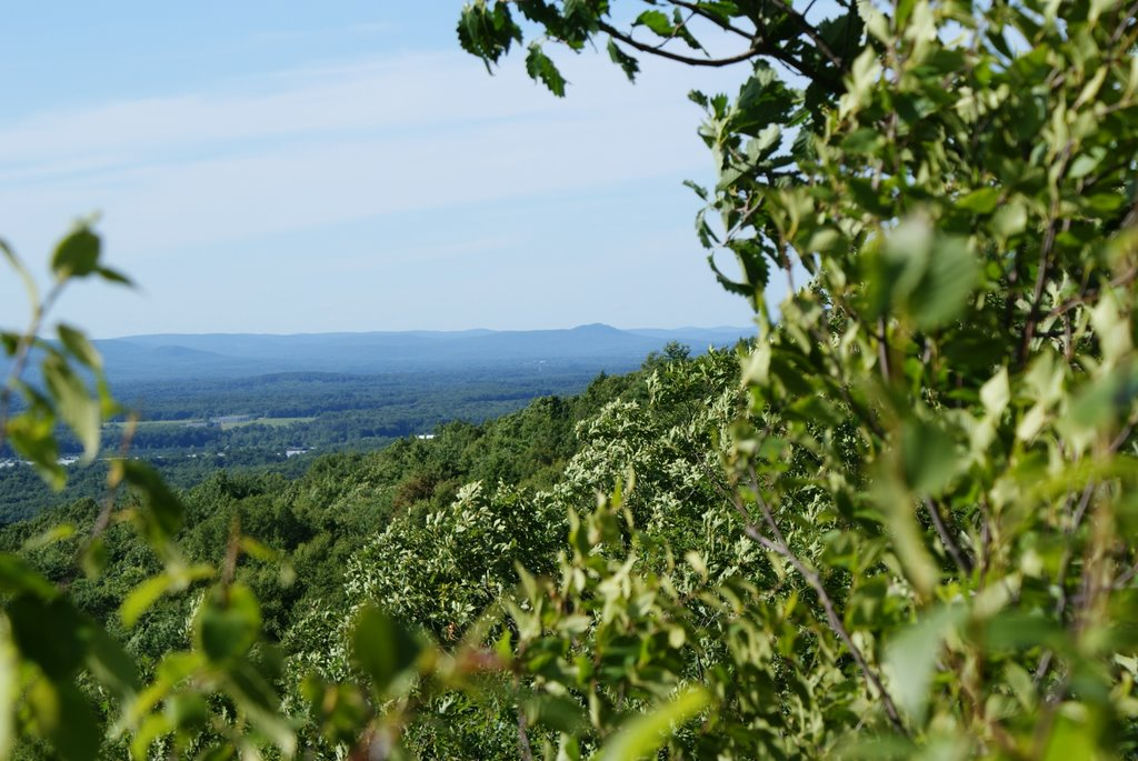 Most Breathtaking Hiking Trails You Must Visit in the United States - Metacomet-Monadnock Trail, Mount Tom Traverse