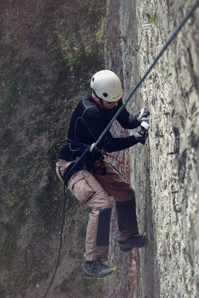 Rappelling using paracord